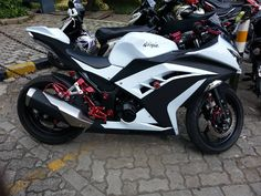 Kawasaki Ninja 300 Black And Red. Report this image Más
