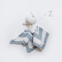 Hekleoppskrifter til baby. Lag en koseklut med sovende isbjørnhode