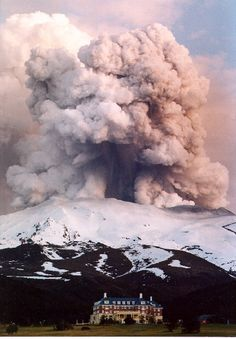 #Volcanic eruption Mt. St. Helens / It was as dark as midnight with ash falling steadily, which made everything thick with gray. There was no color in anything. I had thought the world was coming to an end.