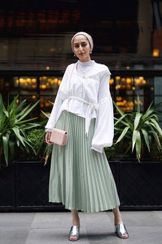 Introducing the Modest Summer Fashion Capsule Wardrobe – Hijab Fashion 2020 Modest Outfits Muslim, Modest Summer Outfits, Modest Dresses Casual, Modest Summer Fashion, Modest Wear, Midi Dresses, Modest Skirts, Modest Clothing, Event Dresses
