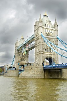 Tower Bridge, Olympic rings & a spot of rain. - Oh how I wish I was there this summer during the Olympics!