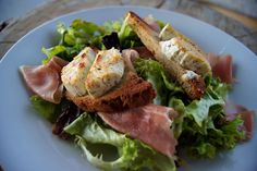 Salade Chevre Chaud - a tasty Parisian salad with warm goat cheese honey, and proscuitto.