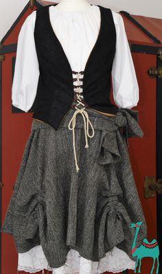 Piraten Braut Kostüm Selbermachen. #hemdrecycling #piratenrock #raffrock #costume #pirate #nähanleitung tellerrock mit Zipfeln