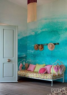 Take a look at PIXERS' design ideas - Ombre interior design inspirations. Our projects created to inspire you! Deco Turquoise, Turquoise Walls, Bedroom Turquoise, Interior And Exterior, Interior Design, Interior Paint, Deco Boheme, Hand Painted Walls, Ombre Painted Walls