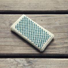 Ganchitos — Patrón Funda Alicia Crochet Home, Love Crochet, Knit Crochet, Crochet Stitches, Crochet Patterns, Crochet Phone Cases, Crochet Mobile, Mobile Covers, Crochet Purses