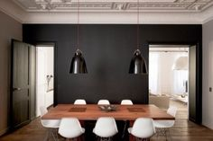 black and white dinning room, eames chairs, comedor en negro y blanco, sillas eames Interior Architecture, Interior And Exterior, Interior Design, Modern Interior, Esstisch Design, Sweet Home, Dark Walls, Dining Area, Dining Rooms