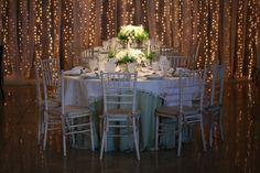 Decoração do casamento: cortina de fairy lights - Foto Glenio Detmar
