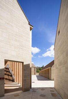 BQ+A Quirot/Vichard/Lenoble/Patrono architectes, Luc Boegly · Maison de santé à Vézelay · Divisare