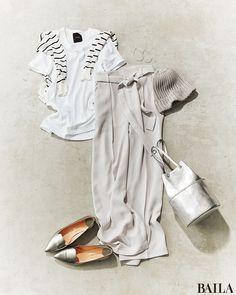 Tシャツ×パンツのリラックススタイルは、白や淡グレーを使ったワントーンで今年らしく。カーデを肩掛けしたり、サマーニットキャップをかぶったり、アクセントを加えると、こなれ感がグッとアップします。さらに、バッグと靴をシルバーで合わせると夏らしいさわやかさが倍増。耳元にも揺れるシルバー・・・