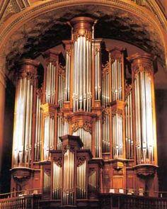 Love the pipe organ!
