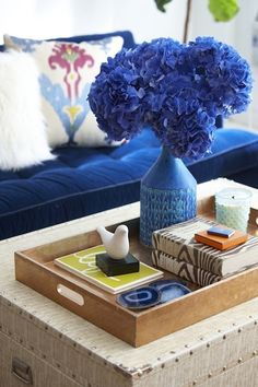 Blue #hydrangras create a dramatic focal point on this trunk coffee table. Loving the #agate coasters!
