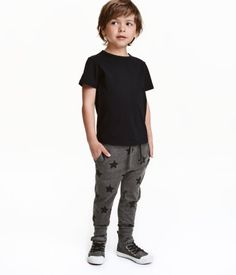 Dark gray/stars. CONSCIOUS. Patterned jogger-style pants in soft jersey made from an organic cotton blend. Elasticized drawstring waistband, concealed side