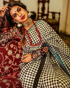 Amazing Banarasi Saree collections for the perfect wedding by Ayush Kejriwal Indian Dress Up, Indian Attire, Indian Wear, Indian Outfits, Indian Clothes, Indian Photoshoot, Saree Photoshoot, Cotton Saree Blouse, Indian Look