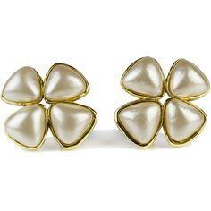 Pre-owned Chanel Vintage Pearl Clover Clip On Earrings ($745) ❤ liked on Polyvore featuring jewelry, earrings, chanel earrings, pearl stud earrings, cream pearl earrings, clover earrings and pearl jewelry