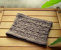 Ravelry: Origami Falls Cowl pattern by Teleri from with2hands a free pattern