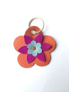 Leather Accessories, Leather Jewelry, Leather Craft, Diy Leather Projects, Leather Flowers, General Crafts, Small Leather Goods, Leather Keychain, Leather Tassel