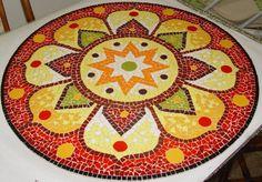 Mandala de chão ou tb. pode ser aplicada diretamente na parede como painel.  Material: Azulejos e pastilhas de vidro.  Base:  Tela ou madeira  Obs.: Imagem 4, são opções de Mandala (Modelos).  Cliente pod...