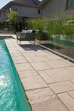Looking for stylish, refined and well-designed pool coping or wall caps? Try Techo-Bloc's beautiful Portofino Cap and give character and charm to your landscape. Swimming Pools Backyard, Swimming Pool Designs, Pool Decks, Garden Pool, Outdoor Steps, Outdoor Fire, Outdoor Pool, Pool Coping, Outdoor Water Features