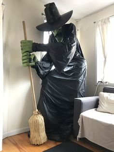 Giant witch statue - Halloween prop for my gingerbread house party Halloween Yard Props, Halloween Witch Decorations, Modern Halloween, Halloween Projects, Halloween House, Spooky Halloween, Halloween Pumpkins, Halloween Party, Halloween 2018