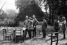 General der Infanterie Albert Theodor Otto von Emmich (1848 - 1915), commander 10. Armeekorps, seen here on the Russian Front with Kaiser Wilhelm II, and others.