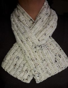 Crochet Scarf Easy neck warmer - free crochet pattern from Smugface Lazybones - A quick little project – a smaller scarf that fits closely round your neck, with one end slotted through the other for extra snugness. Poncho Au Crochet, Crochet Scarf Easy, Crochet Cowl Free Pattern, Crochet Stitches Patterns, Crochet Scarves, Knitting Patterns Free, Crochet Hooks, Diy Crochet, Crocheted Scarf