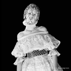 Edie Campbell Obtém Regal para Alexander McQueen Queda 2013 por David Sims Campanha