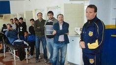 JORNAL O RESUMO - ESPORTE - FUTEBOL - JORNAL O RESUMO: Técnico é apresentado ao time segunda, terça infar...