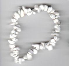 Splitter-Armband aus weißem Howlith - Natursteine