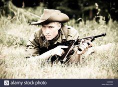 ww2-re-enactors-british-soldier-with-thomson-machine-gun-CE5G5M.jpg (JPEG Image, 1300×956 pixels)