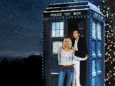 The Doctor and Rose in the TARDIS. How it's meant to be. I absolutely love the Doctor and Rose.