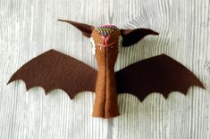 bat finger puppet. pattern with instructions