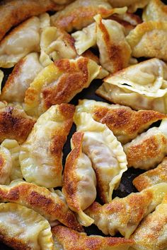 These Asian Beef Pot Stickers (Gyoza) are one of my family's FAVORITE meals! They can be served with rice, noodles or veggies. Asian Recipes, Beef Recipes, Cooking Recipes, Healthy Recipes, Asian Foods, Wonton Recipes, Appetizer Recipes, Appetizers, Gastronomia