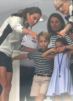 """""""Aug 2019 - The Duchess of Cambridge and Carole Middleton with Prince George and Princess Charlotte look through a window at the prize giving after the King's Cup regatta at on the Isle of Wight. Prince William And Kate, William Kate, Prince Harry And Meghan, First Ladies, Duke And Duchess, Duchess Of Cambridge, Kate Middleton, Middleton Family, King Cup"""