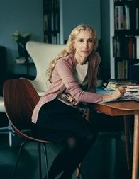 Franca Sozzani, Editor-in-Chief of Vogue Italia and L'Uomo Vogue will receive the Swarovski Award for Positive Change as part of our new global format The Fashion Awards On monday, December at the iconic Royal Albert Hall Vogue Uk, Vogue Fashion, Vogue Paris, Runway Fashion, Fashion Show, Fashion Design, Fashion Editor, Slow Fashion, Fashion News