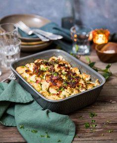 Blomkål i ugn med bacon och ost - Landleys Kök Bacon, Swedish Recipes, Creme Brulee, Good Mood, Lchf, Ost, Quinoa, Recipies, Low Carb
