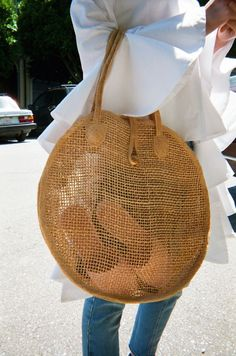 Straw Purse Watch: Spring is Finally Here! Diy Sac, Straw Tote, Jute Bags, Basket Bag, Summer Bags, Strand, Crochet, Fashion Bags, Purses And Bags