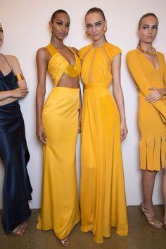 Cushnie et Ochs at New York Fashion Week Spring 2015 <br> Cushnie et Ochs at New York Fashion Week Spring 2015 - Backstage Runway Photos Haute Couture Style, Couture Mode, Haute Couture Dresses, Couture Fashion, New York Fashion, High Fashion, Fashion Show, Fashion Design, Fashion Spring