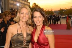 http://media.gettyimages.com/photos/anne-will-freundin-dr-miriam-meckel-zdfgala-verleihung-deutscher-picture-id177905310