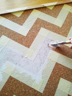 plain jane: diy chevron corkboard and Vrsi Mulo Cork Crafts, Crafts To Do, Diy Crafts, Diy Cork Board, Cork Boards, Craft Projects, Projects To Try, Welding Projects, Ideas Para Organizar