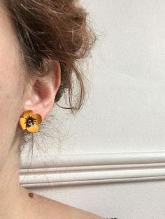 Leather flower earrings 70s cute hippy boho vintage