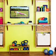 10 Small-Space Home Gym Hacks for Your Tiny Apartment | Brit + Co