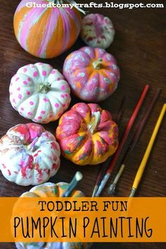 Kids Crafts // 25 Pumpkin Themed Halloween Crafts for Toddlers Easy pumpkin painting toddler activity for Halloween or Fall. The post Kids Crafts // 25 Pumpkin Themed Halloween Crafts for Toddlers appeared first on Halloween Kids. Preschool Halloween Party, Halloween Crafts For Toddlers, Fete Halloween, Halloween Crafts For Kids, Preschool Crafts, Kids Crafts, Halloween Season, Craft Projects, Craft Kids