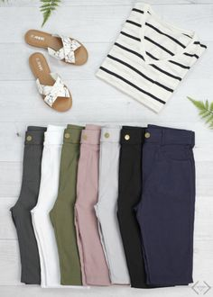 I'd love a couple pair of new shorts for summer. These sound awesome and com… I'd love a couple pair of new shorts for summer. These sound awesome and comfy. This is also the length I would want. Shorts Outfits Women, Summer Shorts Outfits, Nike Outfits, Short Outfits, Womens Long Shorts, Summer Clothes, Summer Dresses, Bermuda Shorts Outfit, Modest Shorts