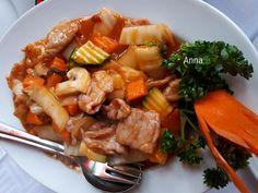 Restoran tampak depan. Gong-Bao Soße Schweinefleisch mit Knoblauch und Gemüse. Usai menghadiri misa di hari minggu, suami ajak makan siang di restoran. Akhirnya pilihan rasa kali ini adalah restora…