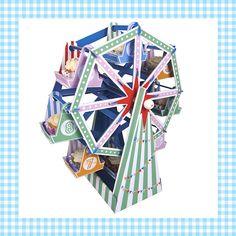 Dit reuzenrad is een fantastische manier om je cupcakes te presenteren op een verjaardag! Met 16 bakjes erbij is je reuzenrad ruimschoots gevuld. En natuurlijk kan het reuzenrad echt draaien! Als de verjaardag voorbij is, kun je hem óf weer inpakken óf gebruiken als speelgoed. http://dekinderkookshop.nl/product/reuzenrad-cupcakehouder/