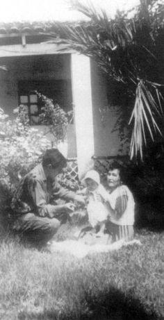 Comandante Ernesto Che Guevara - the Argentine-Cuban guerrilla fighter, revolutionary leader,. Che Quevara, Che Guevara Images, Ernesto Che Guevara, Fidel Castro, Images And Words, Witch Aesthetic, Guerrilla, Cuba, Revolutionaries