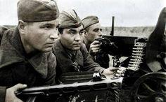 Soviet Maxim MG Gunners