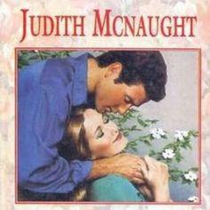 """Tag Doenças Literárias - Dia 4 - Insônia: Um livro que você virou a noite lendo. Aconteceu um episódio engraçado enquanto uma de nós estava lendo o livro """"Em busca do Paraíso"""" da autora """"Judith McNaught""""antes de dormir: ela acordou no meio da madrugada, pois estava sonhando com a parte do livro que tinha acabado de ler e percebendo que a insônia era causada pela curiosidade do que aconteceria com a estória do livro decidiu levantar e continuar a ler o livro até chegar numa parte em que ficou…"""