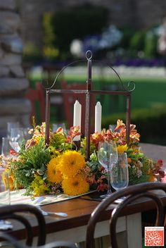 Scenemakers - iron candle holder with floral