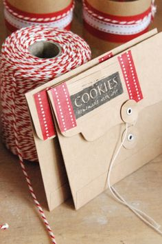 These darling kraft envelopes are adorable and such a unique packaging idea for single cookies. #holidayentertaining